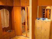 Walk in Closet di Rumah Anda